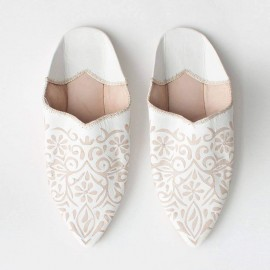 Slippers for artisan women