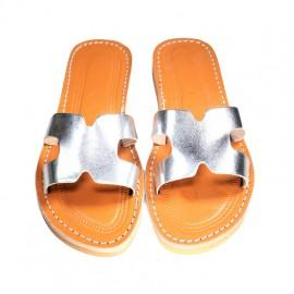 Feminine flat sandal in...