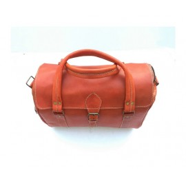 Travel bag in genuine tobacco leather